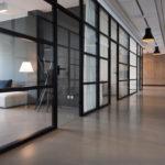 Ufficio unico livello con sala riunioni